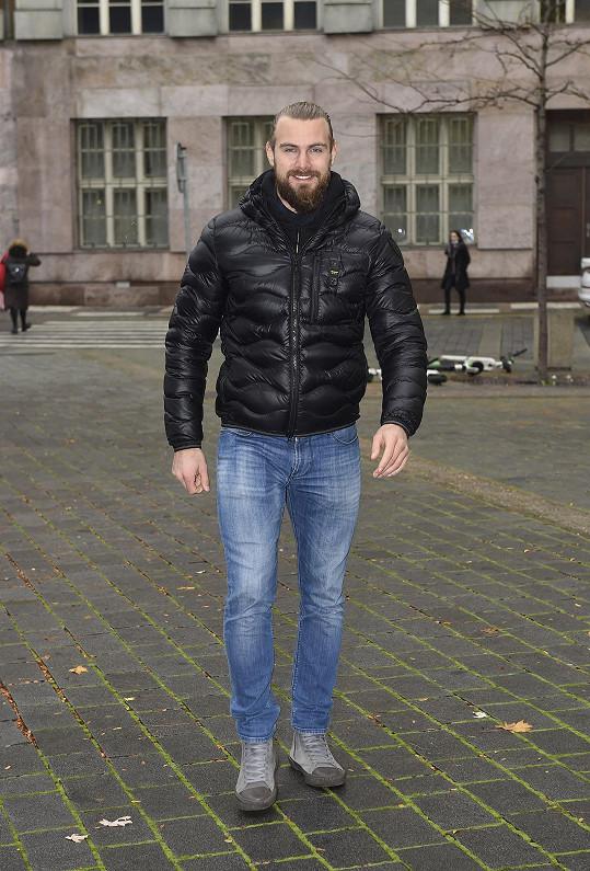 Marek Peksa momentálně nemá práci ani jako model ani jako hokejista. Na led se má ale příští týdne vrátit.