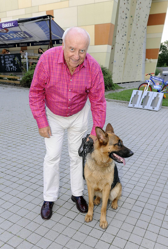 Odskočil si do trojského útulku pro psa.