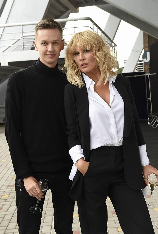 Na poslední edici pražského týdne módy šla pro návrháře přehlídku Simona Krainová.