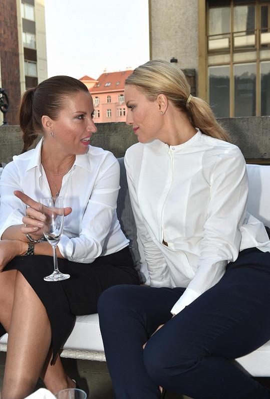 Simona má se sestrou velmi blízký vztah.