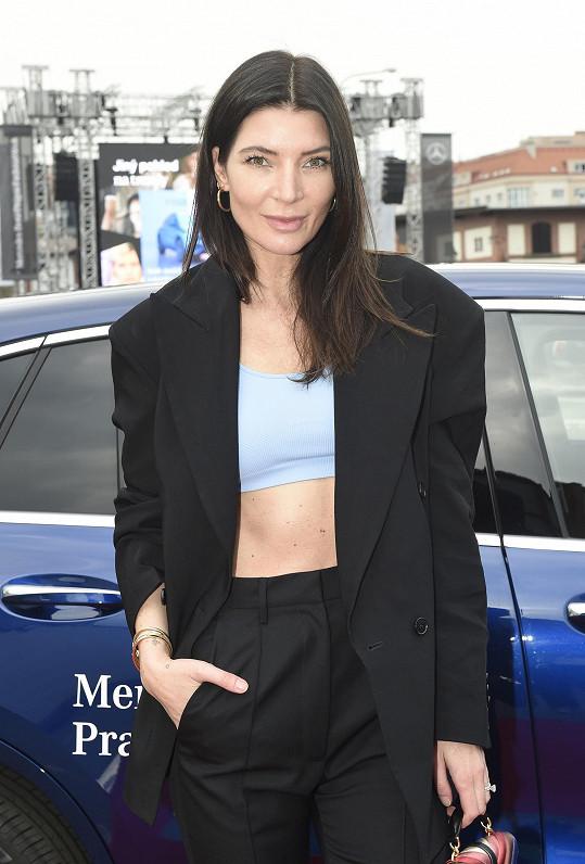 Povídali jsem si s ní na Mercedes-Benz Prague Fashion Weeku.