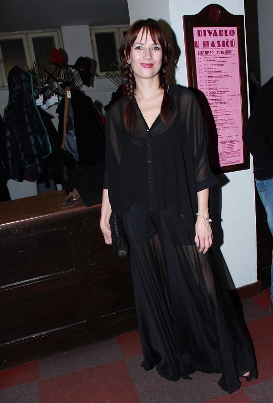 Tereza Kostková si nenechala ujít premiéru komedie Žena, která uvařila svého manžela.