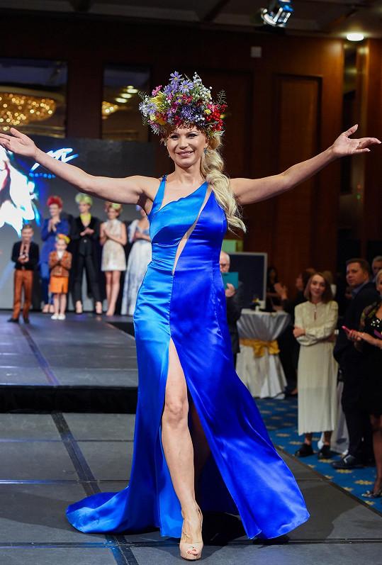 Česká návrhářka ukrajinského původu představila publiku svou novou kolekci, jež byla speciálně vytvořena k28. výročí obnovení ukrajinské nezávislosti.
