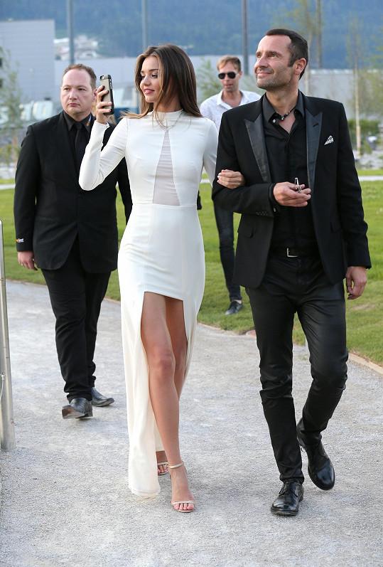 Miranda, která byla ve své nové kolekci vskutku okouzlující, osobně přivítala hosty spolu s Robertem Buchbauerem, členem rodiny Swarovski i podnikové výkonné rady.