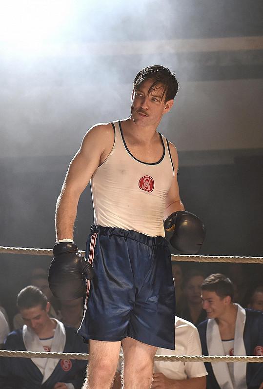 Boxerské rukavice vyměnil za taneční parket.