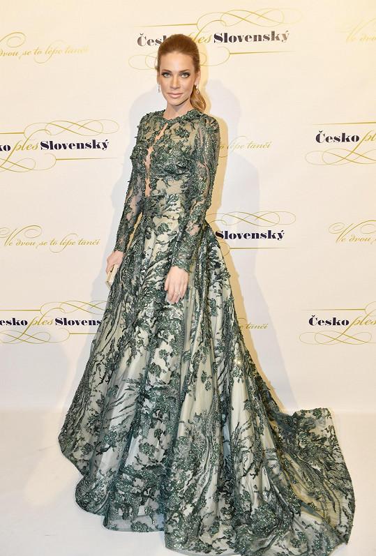 Andreu Verešovou na ples oblékla její oblíbená slovenská návrhářka Jana Pištějová.