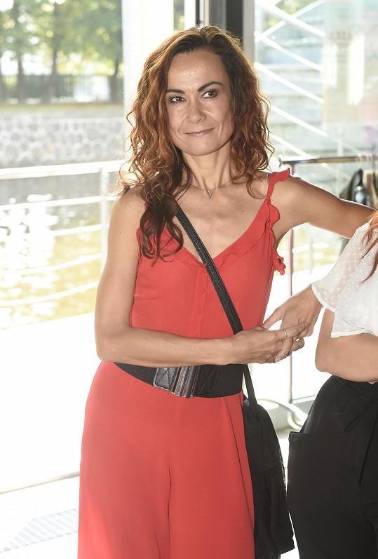 Leona na tiskové konferenci muzikálu Láska nebeská, pro který bude dělat choreografie.