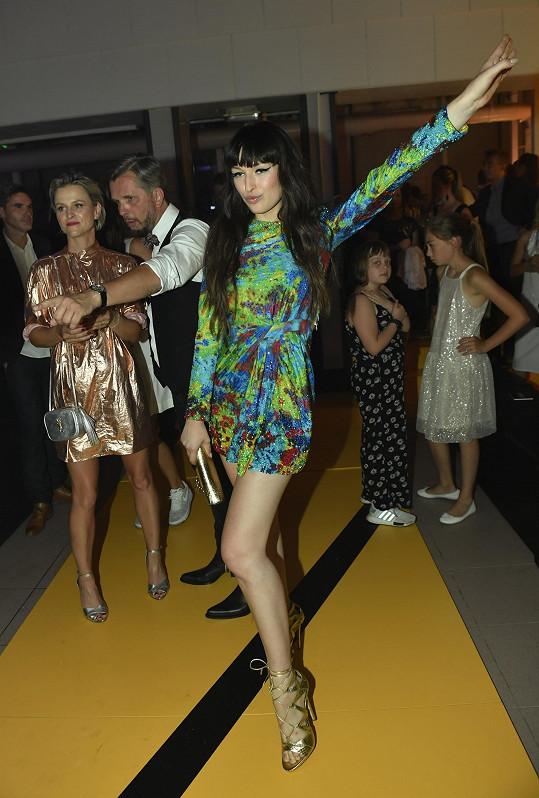 Vanda na Elle párty v šatech Dsquared2
