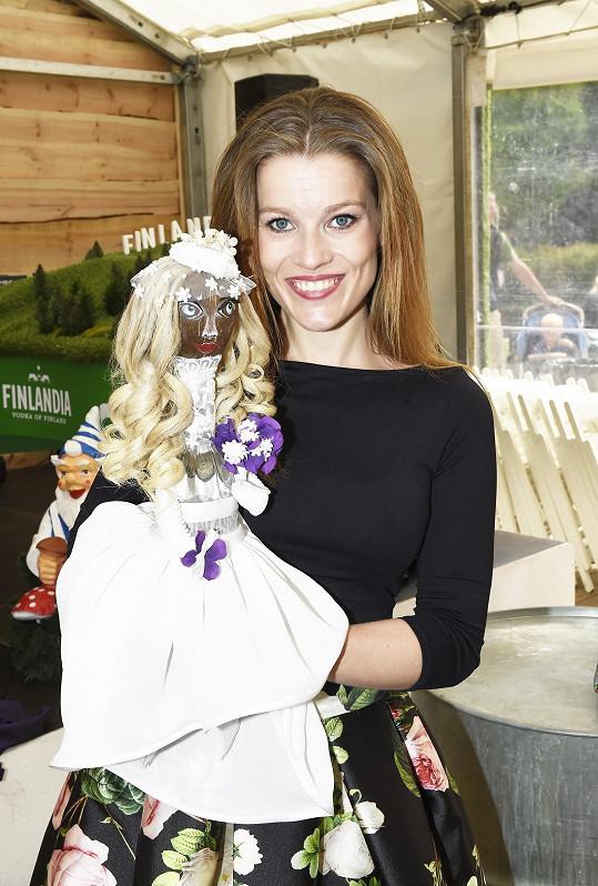 Tuhle finskou nevěstu vyrobila pro Finlandia Kokos Bar.