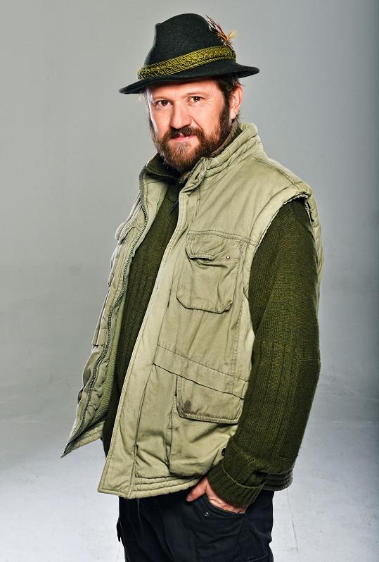 V seriálu Temný Kraj hraje kriminalistu okresního oddělení policie vOstachovicích. Je veselý a bodrý, má rád svůj klid a pohodu. Životní optimista, amatérský historik, spisovatel a také myslivec.