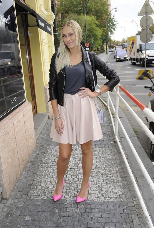 Zorka Hejdová v létě debužírovala na svatbách kamarádů.