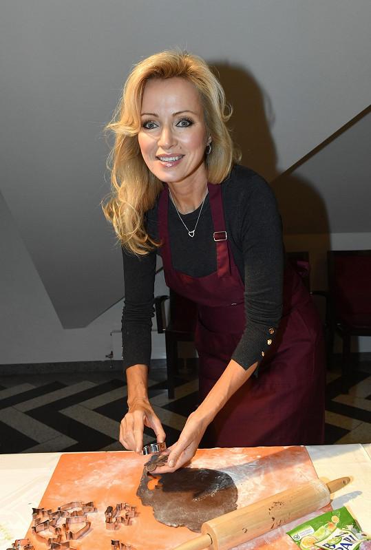 Kateřina dorazila na pečení cukroví do Divadla Hybernia.