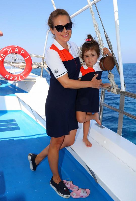 Markéta s Viviene na výletě na lodi