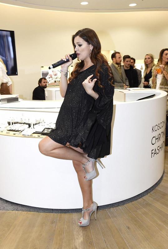 Zpívá se jí prý dobře.