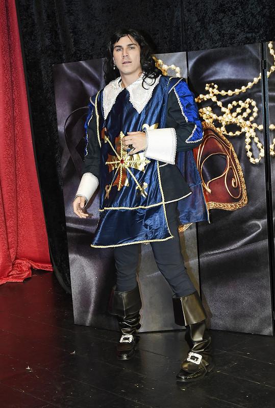 David v kostýmu rytíře