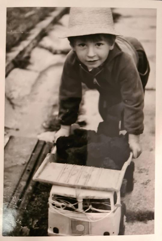 Petr Vágner se u příležitosti 43. narozenin pochlubil pár snímky z dětství.