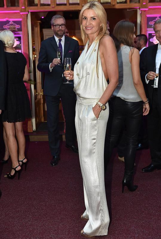 Tamara měla luxusní overal, pod který si nemohla vzít podprsenku.