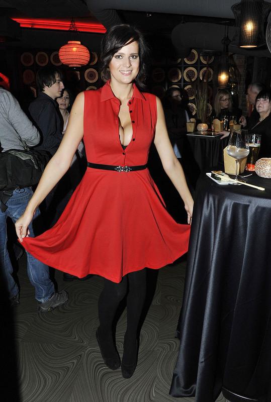 S nedoléčenou angínou nebyly tyhle šaty zrovna rozumnou volbou.