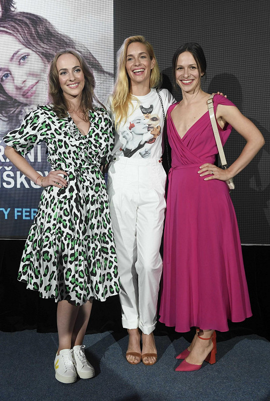 S Elizavetou Maximovou a Hanou Vagnerovou si zahrála v romantickém filmu Přání Ježíškovi.