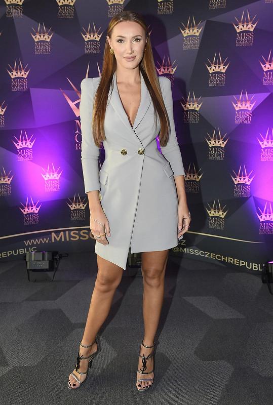 Táňa Makarenko oblékla odvážný model.