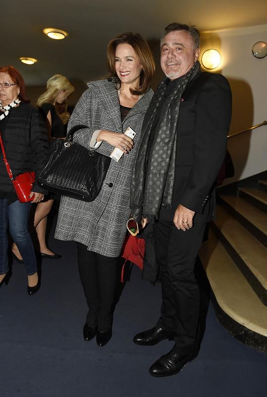 Klára vyrazila do divadla s manželem Miodragem Maksimovičem.