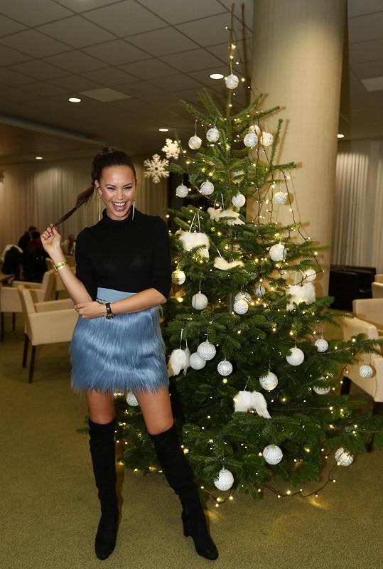 Monika oblékla hodně zajímavou sukni.