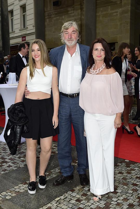 Vladimír Kratina s dcerou Sofií a manželkou Jitkou