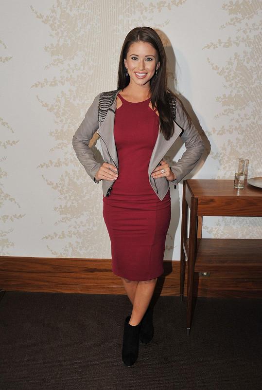 Nejkrásnější dívka Spojených států Nia Sanchez je své kolegyni podobná.