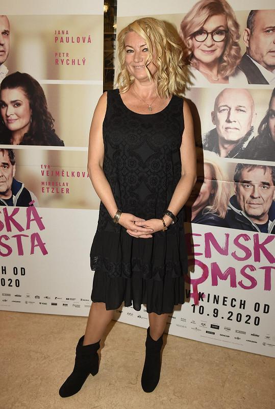 Eva Vejmělková na premiéře filmu Ženská pomsta