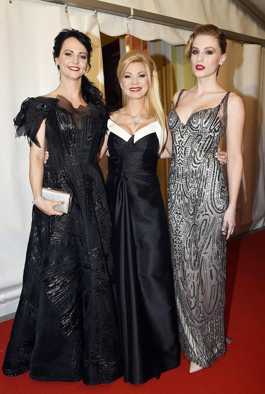 Natali Ruden s Veronikou Blažkovou a Karolínou Mališovou