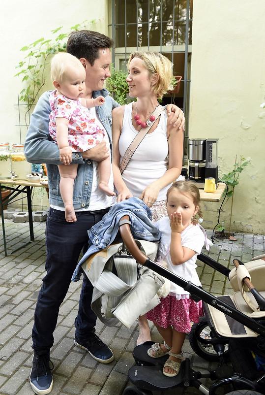 Kluci z kapely Chinaski mají skoro každý rodinu, včetně Jana Steinsdörfera.