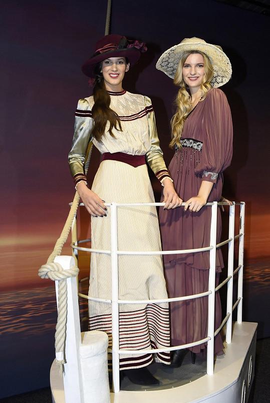 Pamatujete na scénu z filmu Titanic? Holkám chyběl jen Leonardo DiCaprio.