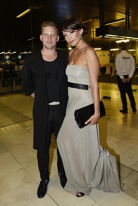 Jakub je ve skutečnosti ženatý s Agátou Prachařovou.