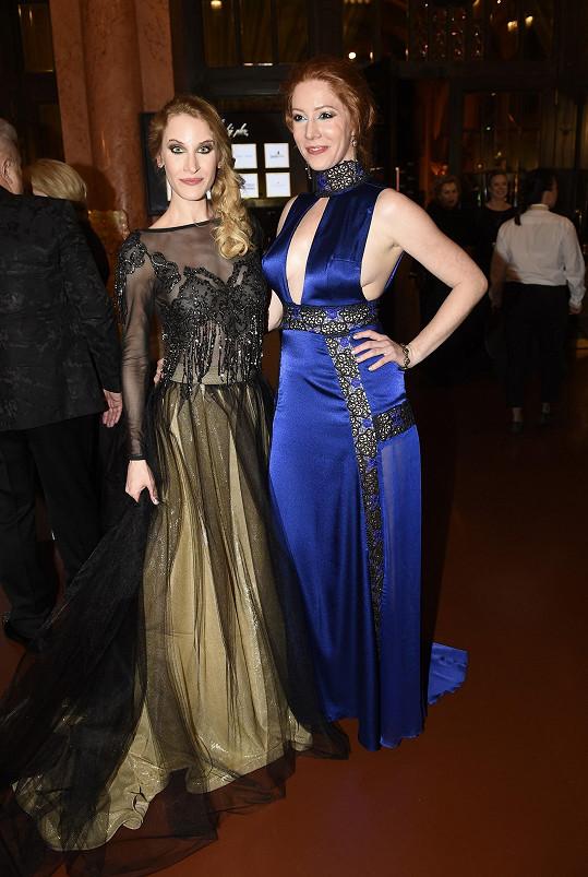 Bavila se s kamarádkou Nikol Kouklovou, se kterou si společně vybíraly i modely na slavnostní večer.
