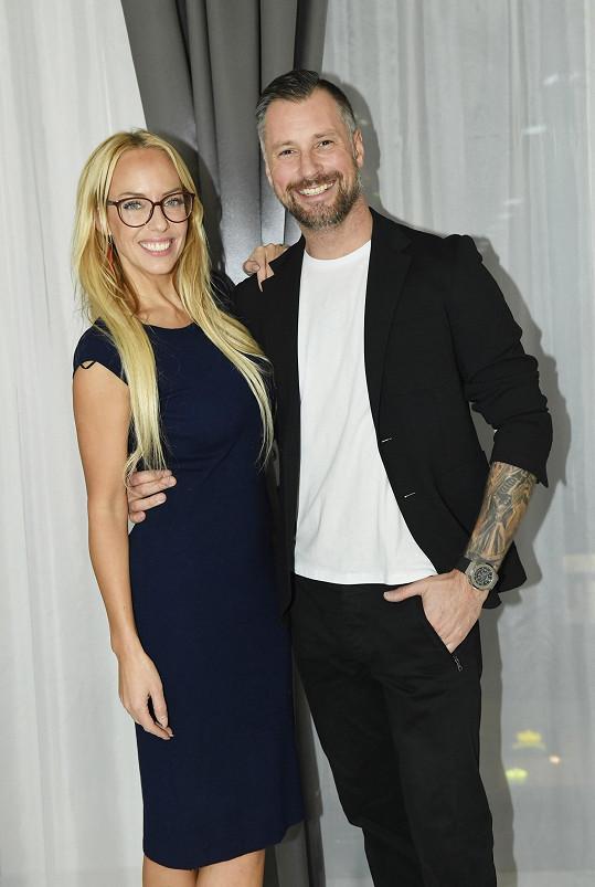 Moderátor se na otevření luxusního masážního salonu v centru Prahy potkal s kamarádkou Katkou Mátlovou.