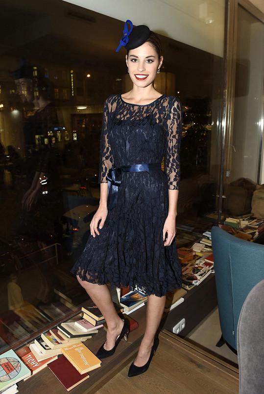 Stejné šaty jako Tereza Budková oblékla i Kate Middleton.