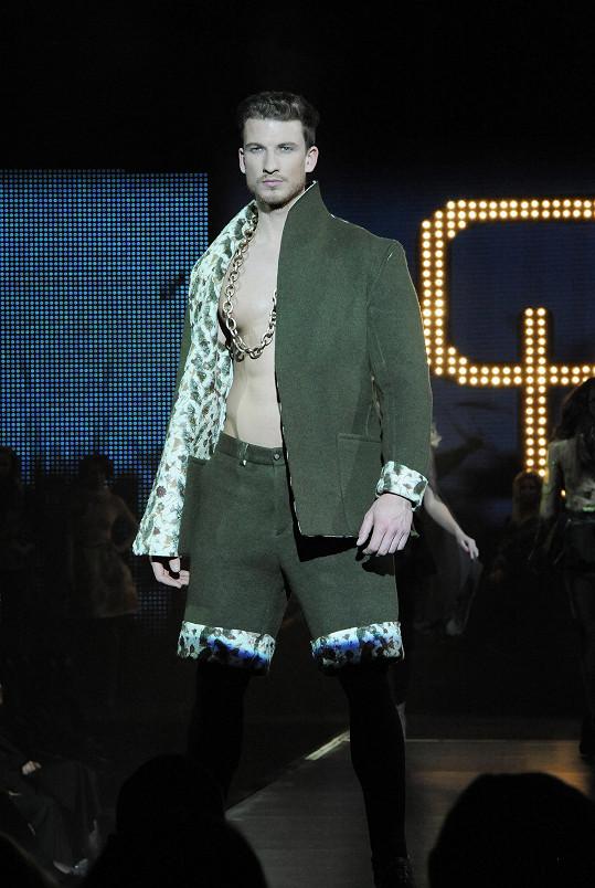 Laffita chtěl ukázat, že oblek nemusí být nudný.