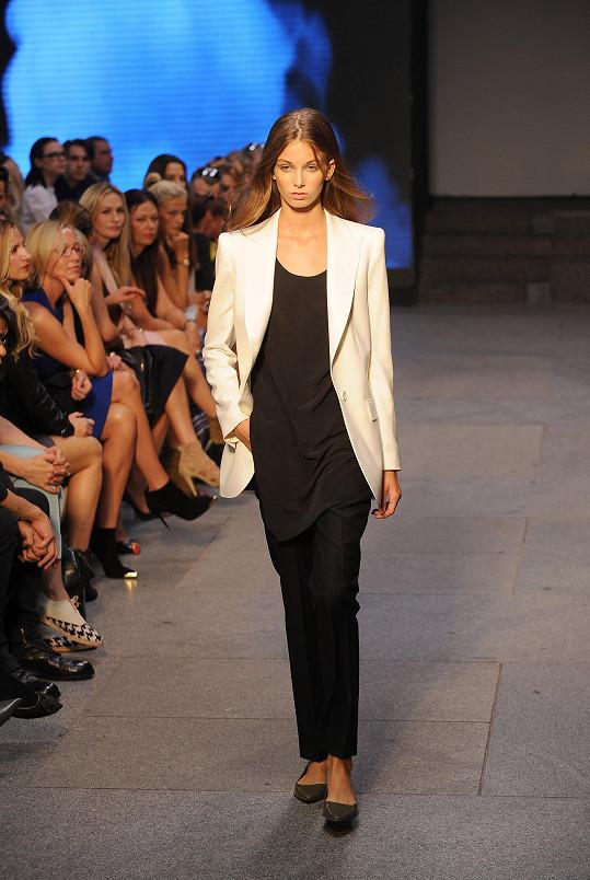 Ivana říká, že v kolekci je nadčasové, univerzální a verzatilní oblečení pro den i večer, pro ženu s osobitým vkusem, noblesou a nadhledem.