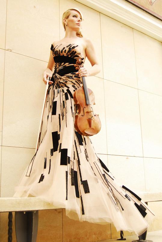Šaty z Blančiny kolekce inspirované hudbou se objeví na bookletu cédéčka Jitky Hosprové.