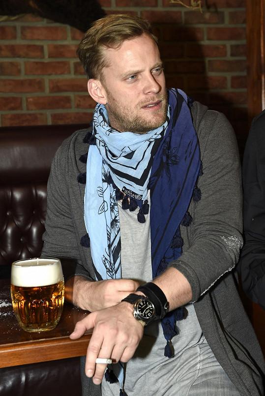 Jakub Prachař hraje jednu z hlavních rolí ve filmu Padesátka.