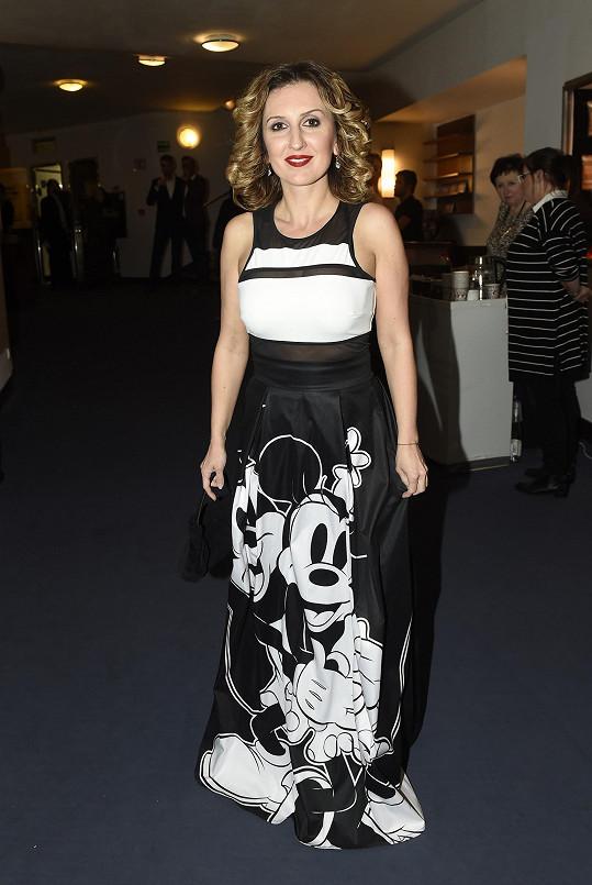 Zato zpěvačka Radka Fišarová oblékla nejoriginálnější šaty, a to s potickem Mickey Mouse.