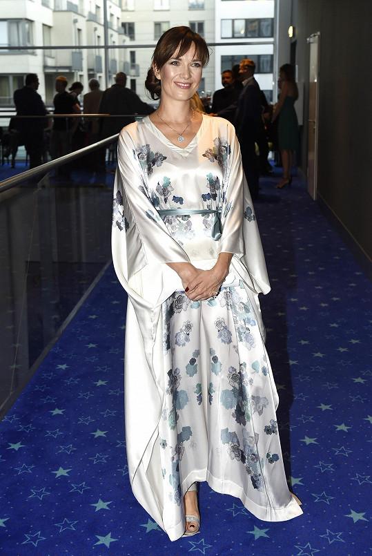 Tereza Kostková zvolila na premiéru pohádkového filmu Strašidla model ve stylu gejši.
