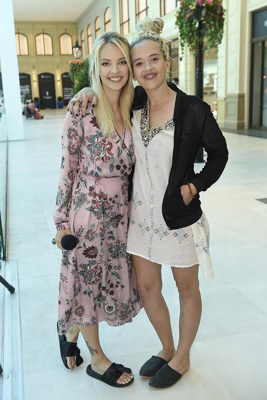 Tamara s kamarádkou Lucií Špakovou, která happening pořádala.