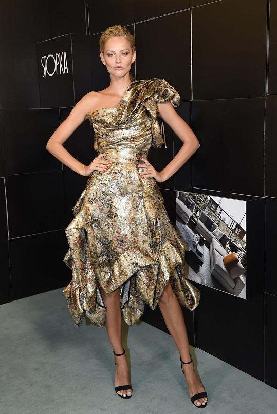 Světové módní domy se předhánějí v tom, aby mohly oblékat Michaelu Kociánovou. Slovenská topmodelka na finále Schwarzkopf Elite Model Look zvolila model z dílny Vivienne Westwood. Rebelský look uměla dokonale podtrhnout.