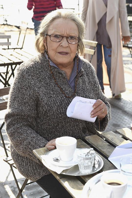 Ve filmu hraje starou opuštěnou důchodkyni.