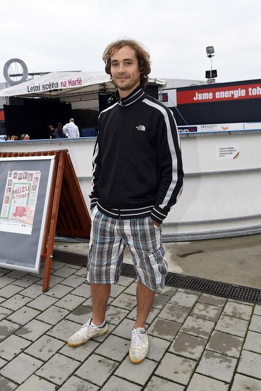 Filip Tomsa je nejen herec, ale i horolezec. A taky moc hezký chlap.