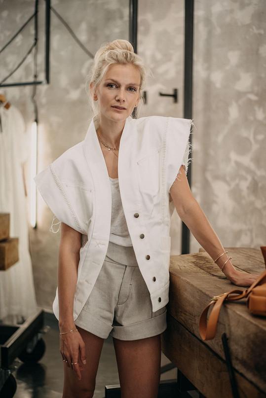 S Chatty, které tvoří návrhářky Radka Sirková a Anna Tušková, pojí Zuzanu dlouhodobá spolupráce.
