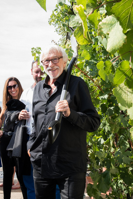 Češi mu v Praze uspořádali také malou oslavu jeho 85. narozenin, které měl před měsícem.