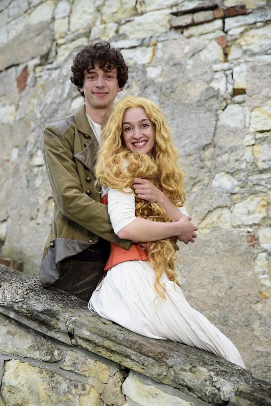 Televizní diváci mohli vidět Martu Dancingerovou v roli Radosti v pohádce Slíbená princezna. Na snímku s Janem Cinou.