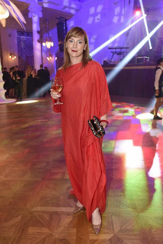 Lenka Krobotová na závěrečném večeru karlovarského filmového festivalu